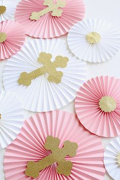 A beautiful backdrop that will add a unique touch to any of your events! Use this for weddings, baby showers, birthdays or nursery decor! All the pinwheels are made from high quality card stock. The backdrop is finished with a custom theme graphics. It includes: 3 large 12 rosettes with
