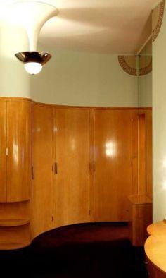 A Claridge's Art Deco suite and bathroom