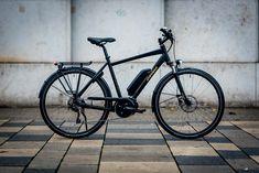 Stevens E-Lavena im Test: Stimmiges Pendler-E-Bike mit smoothem Bosch Active-Motor - Stevens E-Lavena im Test: Was auf den ersten Blick aussieht wie ein normales Trekking-Bike mit Bosch-Motor, könnte für den ein oder anderen das perfekte Pendler-E-Bike sein. Wir haben das Hamburger Schmuckstück auf die Straße mitgenommen und ausgiebig gefahren.