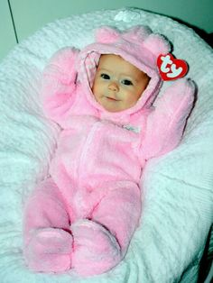 21 diy halloween costumes for kids!Sometimes store-bought Halloween costumes just don\'t cut it. These DIY Halloween costumes for kids are easy to make and more unique. So Cute Baby, Baby Kind, Baby Love, Cute Babies, Diy Halloween, Hallowen Costume, Baby Girl Halloween Costumes, Cute Baby Costumes, Baby Teddy Bear Costume