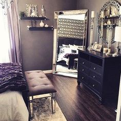 So I'm wanting to redecorate my home for the spring season and I'm loving this room, now where to start....  #inspo #homedecovid?