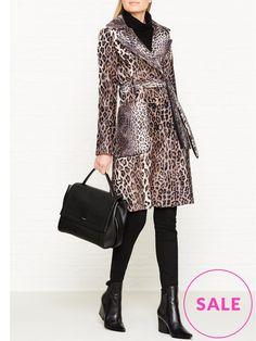 Lovely trans-seasonal print mix Trench coat. Mixing Prints, Trench, Branding Design, Chic, Jackets, Fashion, Shabby Chic, Down Jackets, Moda
