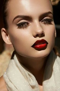 Cat eye and beautiful shades of red on the lips