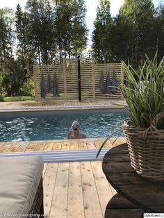 pool,utedusch,trädäck Above Ground Pool Decks, In Ground Pools, Swimming Pool Designs, Swimming Pools, Pergola Patio, Backyard, Mini Piscina, Beddinge, Mini Pool