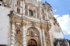 Antigua, Guatemala is a beautiful city and to make sure you experience the best things Antigua has to offer we made a list of 11 things to do in the city !