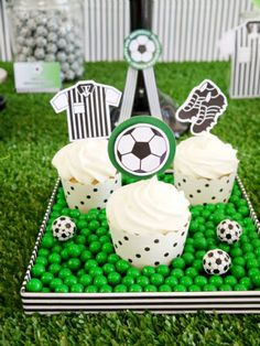 Football or Soccer Birthday Cupackes #soccer #ball #birthday