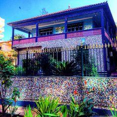 Casa colorida na Freguesia! A versão local das casas de Gaudí!