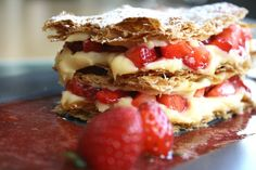 yummy millefeuille with strawberries and pastry cream! Sweets Cake, Strawberries, Kai, Waffles, Lemon, Cakes, Chocolate, Cream, Fruit