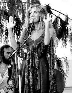 Stevie Nicks and John McVie Fleetwood Mac Live, Stevie Nicks Fleetwood Mac, John Mcvie, Members Of Fleetwood Mac, Buckingham Nicks, Lindsey Buckingham, Stephanie Lynn, Rock Queen, Look Vintage