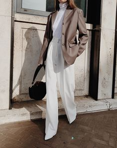 White and Dark Grey. Business Chic, Business Outfits, Vogue Fashion, Fashion 2020, Latest Fashion, Dressy Outfits, Fashion Outfits, Look Office, Minimal Outfit