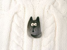 Hey, I found this really awesome Etsy listing at https://www.etsy.com/listing/262119893/gray-black-cat-brooch-needle-felt-cat
