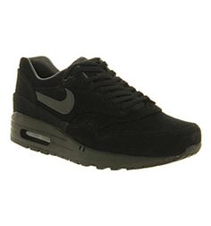Nike Air Max. Perfect for work. Gotta buy these soon.