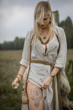 Viking Garb, Viking Dress, Viking Queen, Viking Woman, Vikings, Fantasy Witch, Viking Culture, Warrior Girl, Viking Tattoos