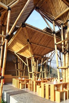 Completed in 2010 in Jakarta, Indonesia. The owner of this restaurant was dreamed of having an outdoor Japanese Noodle restaurant. Bamboo Restaurant, Noodle Restaurant, Restaurant Plan, Outdoor Restaurant, Restaurant Design, Bamboo Structure, Timber Structure, Bamboo Building, Natural Structures