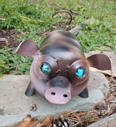 super ideas for yard art welded Lawn And Garden, Garden Art, Recycled Yard Art, Yard Benches, Yard Art Crafts, Yard Edging, Cement Garden, Mini Pigs, Cute Piggies