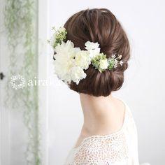 華やぎのダリア。初々しい表情を艶やかに彩る髪飾り。華麗に花開くダリアに、たくさんの小花やグリーンをプラスして、晴れの日の装いにふさわしい華やかさに加え、瑞々しい花合わせで愛らしさも感じさせる髪飾りセットです。白 ダリア 髪飾り6点セット/アーティフィシャルフラワー(造花)
