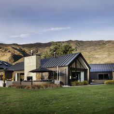 Stria cladding in black brings contemporary style to the mountains of #Wanaka #cladding #homeinpso #exteriordesign #architecture #outdoorliving