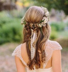 I love this half up half down wedding look! The flower wreath is perfection! Would prefer it with blue flowers though