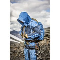 5ee7d8adea9566 Well-ventilated outdoor jacket for long mountain treks in varying terrain