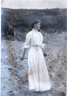 Ruth Dame at the beach. Edwardian Era, Edwardian Fashion, Victorian Era, Vintage Fashion, 1900s Fashion, Victorian Women, Art Nouveau, Vintage Photographs, Vintage Images