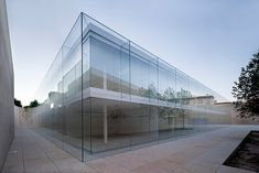 Verwaltungsgebäude der Junta de Castilla y León in Zamora Structural Glazing-Fassade aus Weißglas