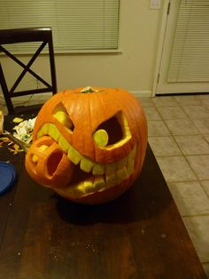 DIY Pumpkins Crafts : DIY  Cannibalistic Pumpkin Carving: DIY halloween crafts