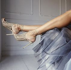 This uniquely styled stiletto works between elegance and comfort. You may be on high heels, but it would still let your air breathe for the long parties you will be attending.