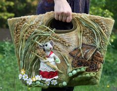felt bags - not sure I would sue this, but it is really creative and cute. Wet Felting, Needle Felting, Diy Sac, Felt Purse, Art Textile, Wool Applique, Felt Hearts, Handmade Bags, Handmade Felt