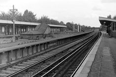 New Malden Station. Date TBC. Old Pictures, Old Photos, Kingston Upon Thames, Surrey, Railroad Tracks, Memories, Vintage Photos, Old Photographs