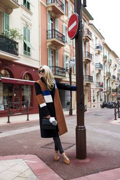 // Atlantic-Pacific // tan blue white black coat + skinny jeans + mustard lace-up flats + bag New Fashion, Fashion Outfits, Fashion Coat, Ootd Fashion, Fall Fashion, Blair Eadie, Atlantic Pacific, Fashion Blogger Style, Fashion Bloggers