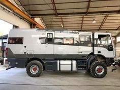 After 4 years of work the dream is becoming reality ✌️ if i think I left from a trailer and an air scale 4 x4 enel... Link to forum: http://forum.expeditionportal.com/threads/122324-Desertikon-4x4-on-Iveco-Eurocargo-95e21ws-(from-Nord-Est-Italy)