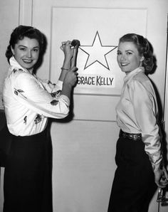 Esther Williams and Grace Kelly ♥ BEFORE SHE WAS A PRINCESS.......WONDER IF ESTHER TOOK HER SWIMMING ???............ccp