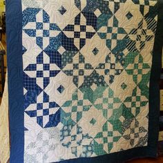 My journey into the Quilting world. A journey of colors, trials, successes and failures. The beauty of woven art.