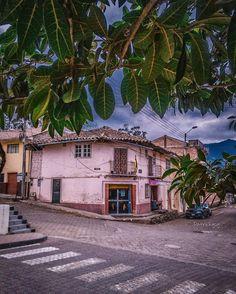 Serie #OldHouse #SanFernando #Ecuador #AllYouNeedIsEcuador #iPhoneonly #street