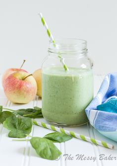 #RECIPE - Apple Banana Green Smoothie | MBSIB: The Man With The Golden Tongs Goes All Out On Health | Scoop.it