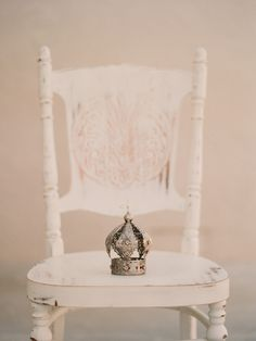 love this old chair and of course the crown!