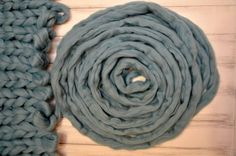 Merino Wool Yarn is a very popular in extreme knitting. How To Start Knitting, Knitting For Kids, Easy Knitting, Knitting For Beginners, Knitting Projects, Wool Yarn, Merino Wool Blanket, Yarn Images, Extreme Knitting