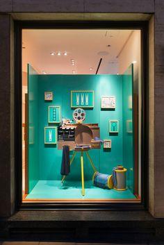 "(A través de CASA REINAL) >>>>>  HERMÈS,Bond Street,London, UK, ""Curiosity Cabinet Part 2"", design by Millington Associates, pinned by Ton van der Veer"
