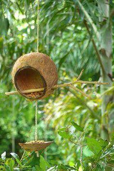 DIY Cool Bird Feeder Ideas, DIY bird feeder, diy bird feeder plans, how to make a bird feeder, homemade bird feeder Diy Home Crafts, Garden Crafts, Garden Projects, Bird Crafts, Garden Deco, Garden Art, Garden Design, Bird House Feeder, Diy Bird Feeder