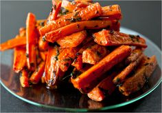 Roasted carrots with parsley and thyme. Photo: Andrew Scrivani for The New York Times