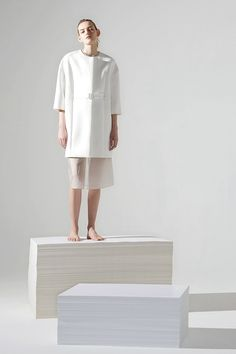 COS is a contemporary fashion brand offering reinvented classics and wardrobe essentials made to last beyond the season, inspired by art and design. Cos Fashion, Vogue Fashion, Minimal Fashion, Fashion Studio, Fashion Shoot, Editorial Fashion, Fashion Outfits, Fashion News, Inspiration Mode