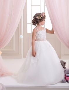 57.85$  Watch now - http://ali1zj.worldwells.pw/go.php?t=32735408811 - Appliques Spaghetti Straps Holy Communion Infant Lace Up Kids Floor Length Puffy Tulle Ball Gowns 0-12 Year Girls Dresses 2017 57.85$