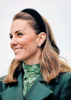 Royals duchess kate hairstyle, duchess kate style classy, d. Kate Wedding Dress, Kate Dress, Duke And Duchess, Duchess Of Cambridge, Kate Video, Kate Makeup, Herzogin Von Cambridge, Diana Williams, Prince William And Catherine