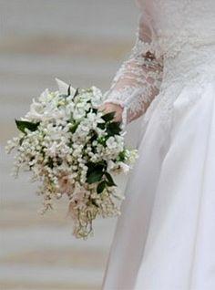 Per il matrimonio di Alberto di Monaco e Charlene il bouquet è di Armani  che è stato poi composto dai giardinieri di Palazzo Grimaldi.  Sono stati scelti orchidee dendrobium, fresie e mughetti a comporre un bouquet di dimensioni contenute, con forma a goccia che ben si armonizzava con la delicata silhouette dell'abito. Il mughetto, oltre ad essere il fiore preferito di Charlene, ha ispirato il ramage floreale dell'abito e del lungo strascico.