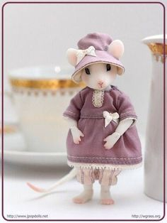 Manuna Mouse in white skin from Whispering Grass, sculpted by me. More photos soon… Preorder for Manuna Mouse in white skin is opened at JPopDolls: Preorder period ends on July Manuna i. Needle Felted Animals, Felt Animals, Needle Felting, Maus Illustration, Pet Mice, Felt Mouse, Cute Mouse, Little Critter, Little Doll