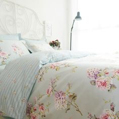bedding set on sale at reasonable prices, buy Romantic American Country Style Vintage Floral Bedroom Set,Designer Shabby Girls Bedding Set,Modern Flowers Jacquard Bed Cover from mobile site on Aliexpress Now! Cottage Shabby Chic, Shabby Chic Mode, Shabby Chic Interiors, Shabby Chic Bedrooms, Shabby Chic Kitchen, Shabby Chic Style, Shabby Chic Furniture, Floral Bedroom, Floral Bedding