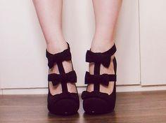 Llamativos zapatos de moda sencillos y modernos