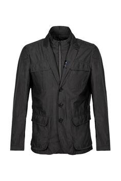 Field Double Front - Molteplici tasche esterne e fodera con inserti in jersey per la giacca Field Double Front in tessuto tecnico ultra leggero.