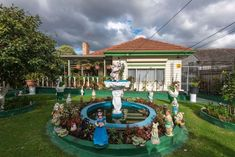 'It's beautifully ugly': Warren Kirk is preserving Australian suburbia, one photo at a time - ABC News Yard Gnomes, One Duck, Duck Pond, Perfect World, Garden Ornaments, First Photo, Kitsch, Preserves, Being Ugly
