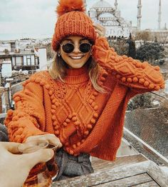 * 10 colorful jumpers to beat the winter blues (colorful jumpers) - Outfit.GQ * 10 colorful jumpers to beat the winter blues (colorful jumpers) Record of Knitting. Fall Winter Outfits, Autumn Winter Fashion, Winter Dresses, Winter Clothes, Winter Wear, Fall Fashion, Winter Coats, Autumn Cozy Outfit, Autumn Outfits Women